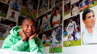 Mbappé, que le dijo no al Madrid, se mide contra su ídolo