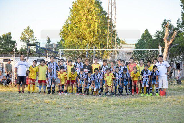 Los jugadores de Las Águilas y Peñarol categoría 2005 FotoUNOMateo Oviedo