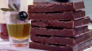 La Anmat prohibió la comercialización de un aceite de oliva y de un chocolate
