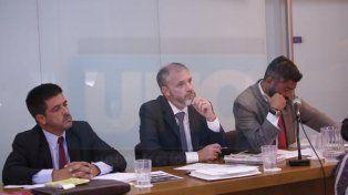 Amenazados. Vega le apuntó a los fiscales (el segundo y tercero de la foto) por su condena.