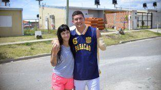 Juntos. Con su esposa Micaela agradecieron el apoyo de la familia, los amigos y el ambiente del básquet.