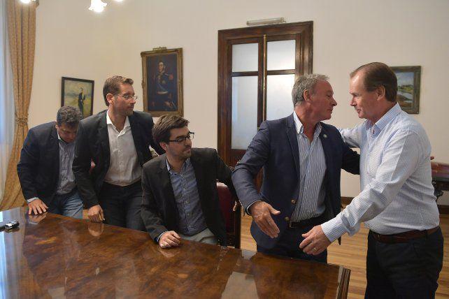 Trabajo. El gobernador Gustavo Bordet estuvo acompañado del ministro Ballay en el encuentro con los intendentes.