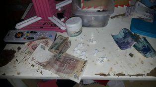 Allanamiento, secuestro de drogas y dos detenidas