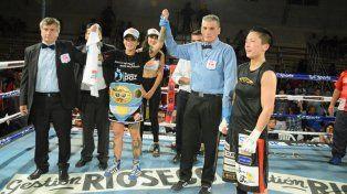 Dionicius derrotóen Cutral Co por puntos a la retadora japonesa Terumi Nuki y retuvo el Título Mundial de Supermosca de la FIB por undécima vez
