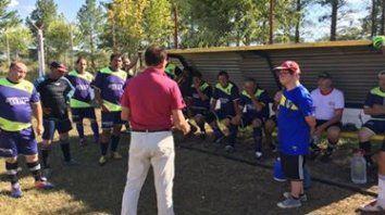 la integracion lo llevo a ser ayudante de campo en dos equipos de futbol