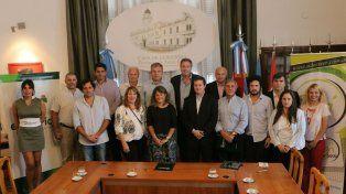 Funcionarios y empresarios firmaron el convenio.