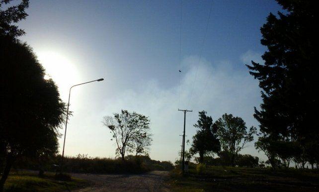 La broza y el humo generan insalubridad en los vecinos del Mosconi III