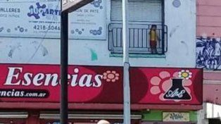 Se olvidaron a un nene en balcón de un jardín de infantes