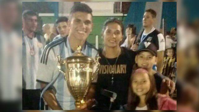 Tuvo un grave accidente, se recuperó y salió campeón con la selección de fútbol