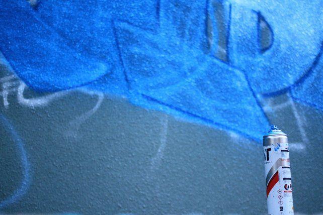 Embelleciendo paredes. Foto UNO Juan Ignacio Pereira.