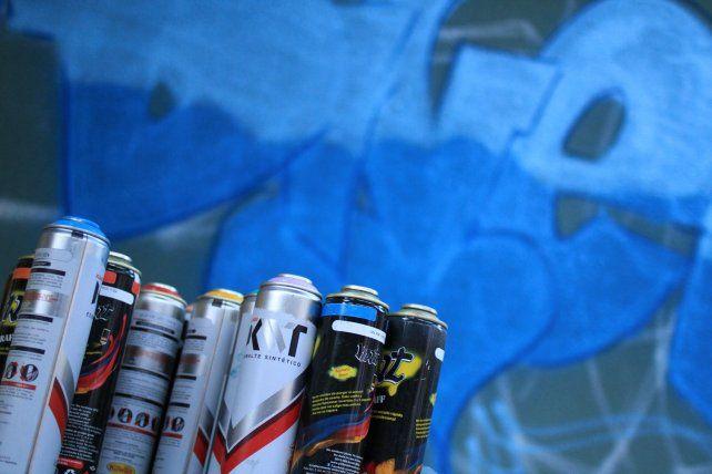 Con pintura y talento se arma una obra de arte. Foto UNO Juan Ignacio Pereira.