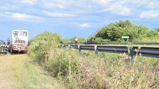 Ruta 18: Estaba habilitado para circular el micro que chocó contra un puente en construcción