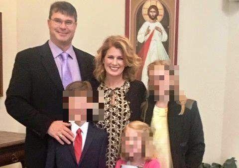 Tuvo sexo prohibido con su alumno dentro del colegio y le confesó a la madre que quedó enamorada de él