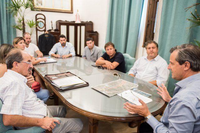 Los vecinos en la reunión con Bahl. Foto Prensa Vicegobernación.