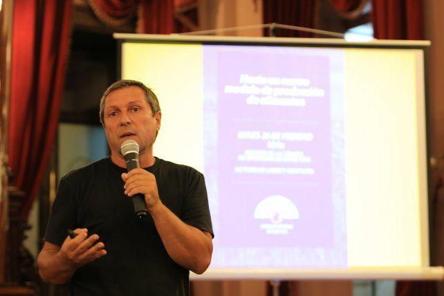 Cerdá escribió el primer libro sobre agroecología en el 2000.FotoUNODiego Arias.