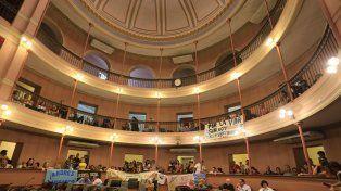 Permitieron el ingreso del público al primer y segundo piso porque el tercero tiene problemas.FotoUNODiego Arias.