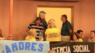 Los asambleístas de Concordia en Paraná.FotoUNODiego Arias.