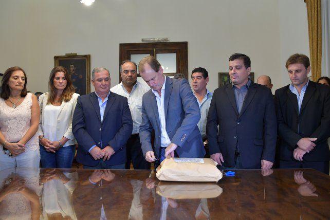 Ofertas. Ayer se abrieron los sobres para las casas de Los Charrúas y Ceibas.