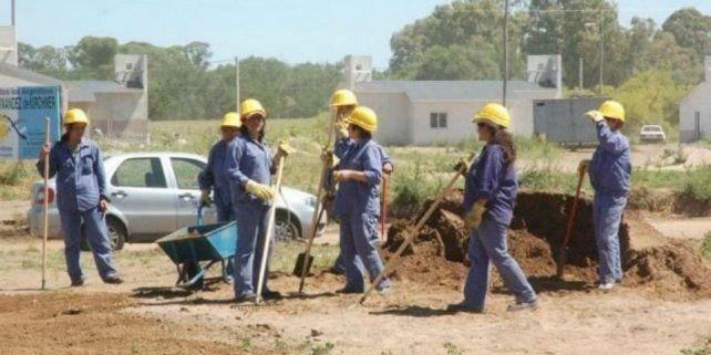 Labor. Los programas sociales ayudaron a numerosos trabajadores desocupados a resolver urgencias; hay reclamos por trabajo genuino.