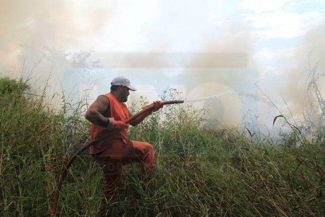Pastos y humo.  Foto <b>UNO</b> Juan Ignacio Pereira. <div><br></div>