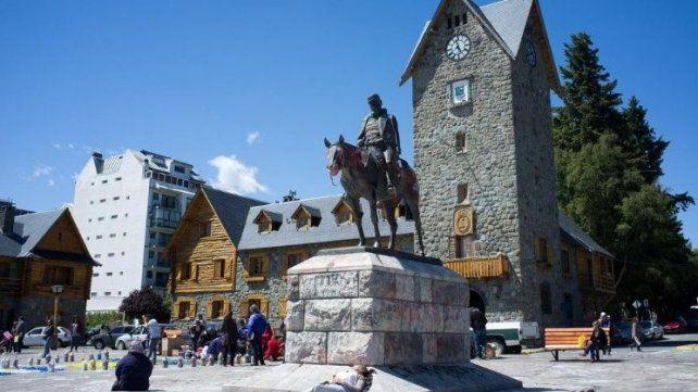 Una pareja tuvo sexo frente al Centro Cívico de Bariloche