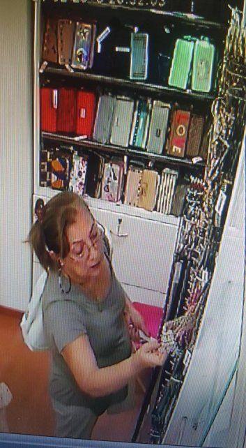 Ojalá se vea a sí misma y recapacite, dijo la dueña de un local que escrachó a una ladrona