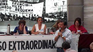 Conflicto. El secretario General de Agmer, Marcelo Pagani, habló ayer en el congreso de Ctera. Alesso, primera a la izquierda.