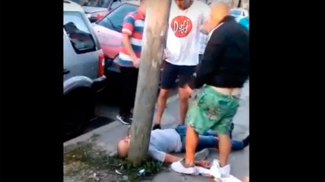 Tremenda pelea por un incidente de tránsito quedó registrada en un video
