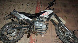 La moto en que viajaba Mariela como acompañante.