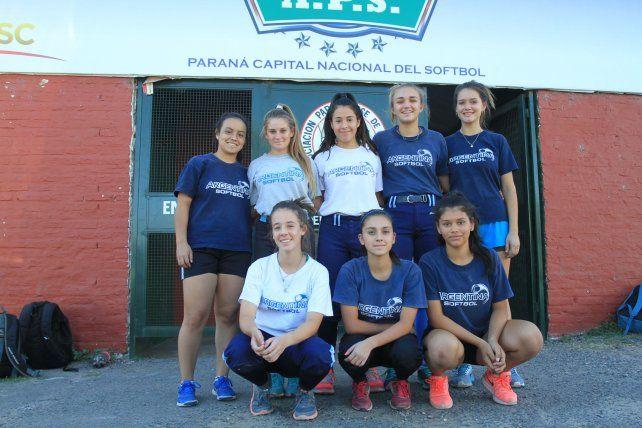En el Estadio. El equipo nacional entrena todos los días en el diamante de la Asociación Paranaense y serán las anfitrionas de la actividad que será en un par de meses.