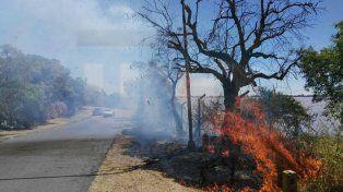 Un incendio de grandes proporciones se desató en la zona de la exfábrica de cemento