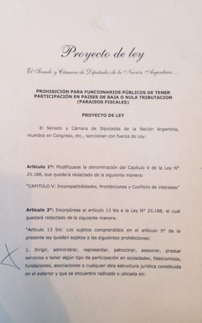 Cristina Fernández presentó un proyecto de ley que busca que todos los funcionarios tengan sus fondos en el país