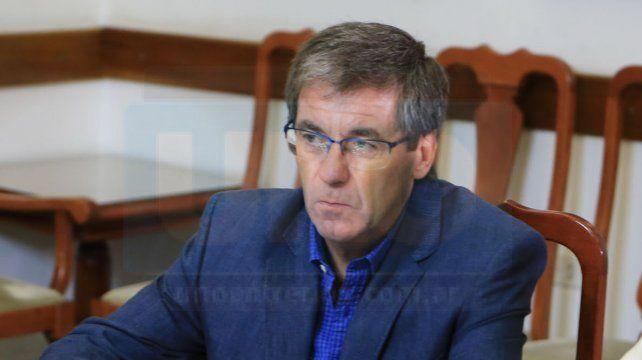 El ministro Ballay sentado en la mesa de negociaciones. Foto UNO Archivo. Diego Arias.