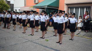 Las mujeres de la fuerza de seguridad recibieron el saludo de la Departamental.