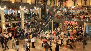 El Día de la Mujer en el centro de compras más importante de Paraná. Foto UNO archivo.