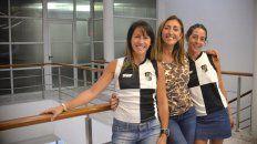 Presentes. La máxima titular de la subcomisión, Uranga y las jugadores de CAE Blanco, Flores y Mendoza visitaron UNO y plasmaron las metas.