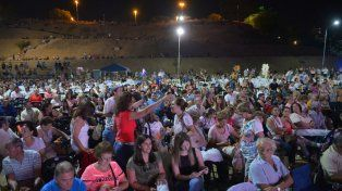 Ante un gran marco de público, comenzó la Fiesta Nacional del Mate