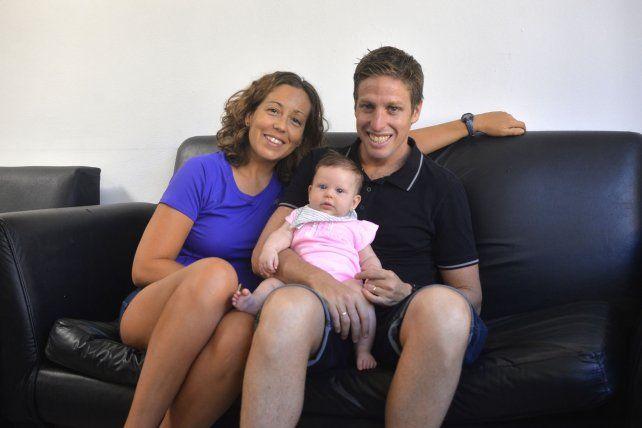 En familia. Esther Núñez, Gala y Damián disfrutan de estar en Paraná, una ciudad que les dio satisfacciones. Foto <b>UNO</b> Mateo Oviedo.