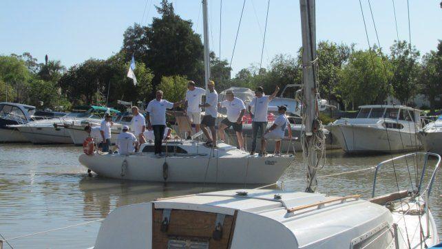 Se fueron a Rosario en un velero para celebrar sus 40 años de amistad