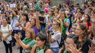 empoderadas. Diferentes generaciones de mujeres protagonizaron una jornada histórica en Paraná.Foto UNO Mateo Oviedo.