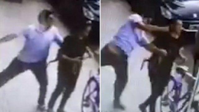 Le pegó una trompada a una mujer en plena calle y se fue caminando: buscan identificarlo