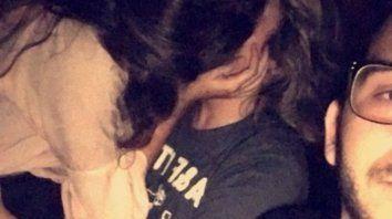 La foto que compartió Mariano de su novia a los besos con otro chico.
