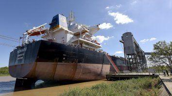 Bandera liberiana. El buque cargó 30.000 toneladas de maíz.