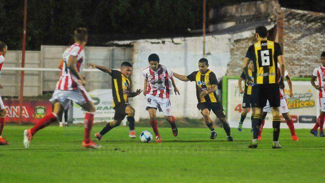 Fortaleza. Atlético Paraná celebró anoche su cuarta victoria consecutiva en el estadio Pedro Mutio.
