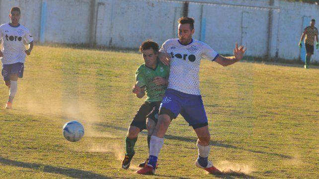 Anotó. Juan Bergara marcó el segundo tanto del elenco de Villa Uranga cerca del final del partido.