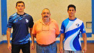Sus objetivos. Los representantes entrerrianos disputan un lugar en los Juegos Odesur de Bolivia y ayer posaron junto al presidente de la entidad, Juan De Gregorio.