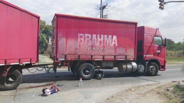 <b>Maniobra imprudente</b>. Se tratará de establecer si el camión encerró a la moto, o está última iba a alta velocidad.