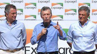 En un viaje relámpago, Macri visitó a productores afectados por la sequía en Viale