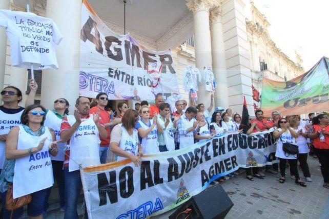 Marcha. El sindicato convocó a jornadas de paro y a una concentración masiva en Paraná.