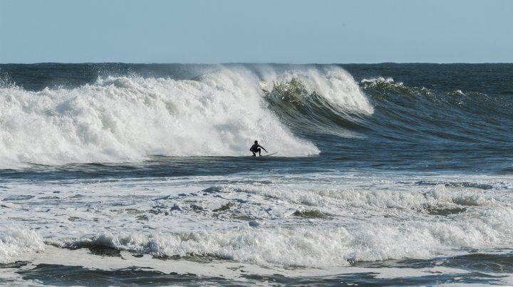 Tremendas olas en Uruguay que fueron aprovechadas por los locales